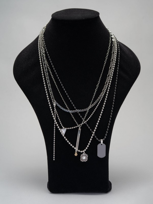 GUNDA layer necklace